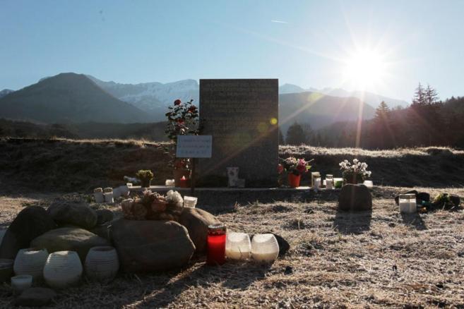 Memorial por las víctimas de la tragedia del Airbus A320 estrellado...