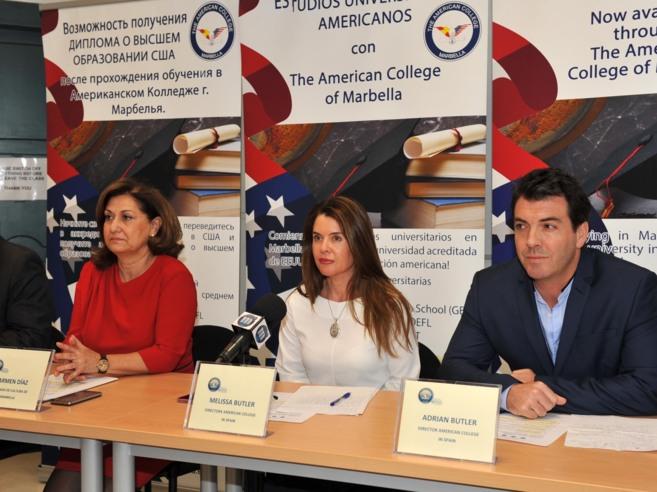 La delegada de Cultura, Carmen Díaz, con Melissa Butler y Adrian...