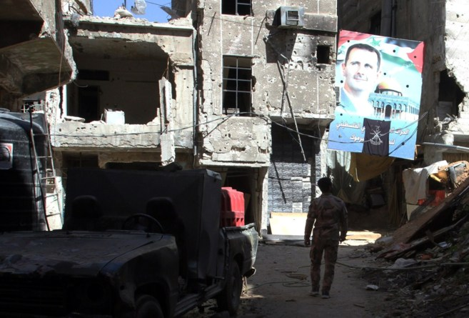 Un cartel con el rostro del presidente Asad, en el campo de refugiados...