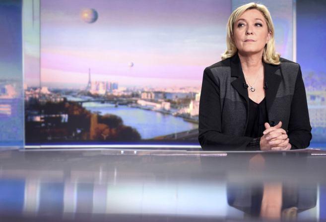La líder del frente Nacional, Marine Le Pen, durante la grabación de...