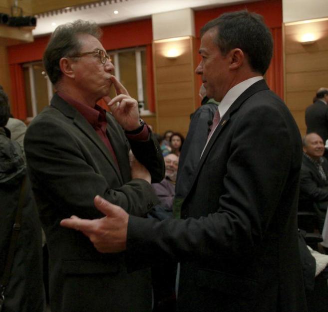 Jaime Cedrún (CCOO) ayer con el rector José Carrillo.