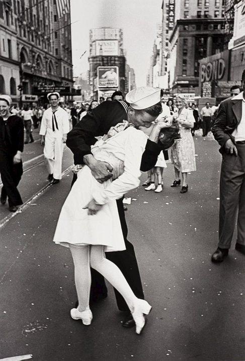 El mítico beso de un marinero a una enfermera en Times Square para...