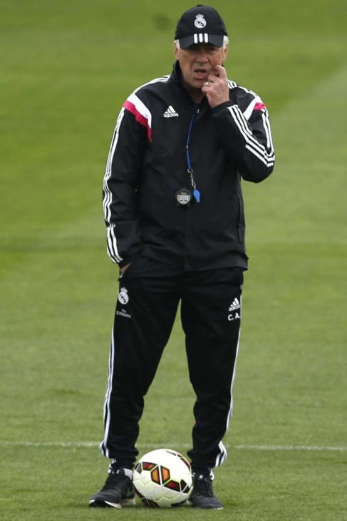 Carlo Ancelotti, durante el entrenamiento en Valdebebas.