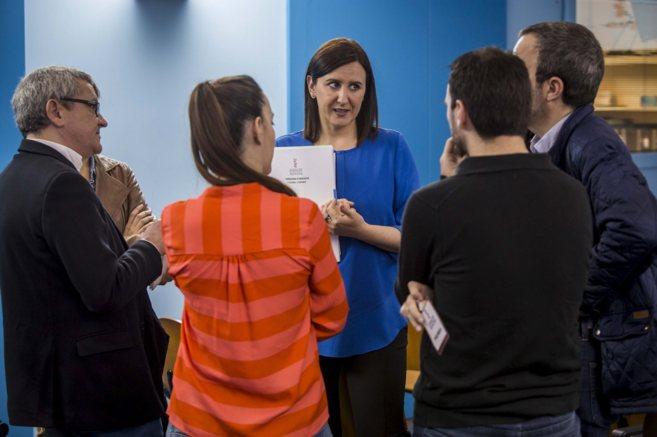 La consellera portavoz, María José Català, conversa con los medios...