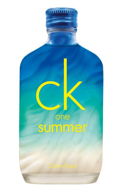 <strong>1. Refréscate en la playa:</strong> No hay verano sin ck one...