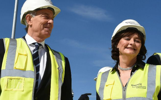 Cherie Blair hace campaña junto a su marido, Tony Blair.