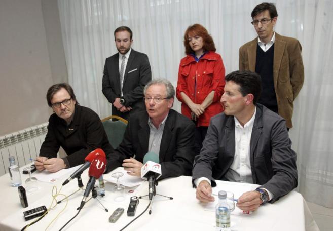 José Antonio de Lorenzo (centro), coordinador territorial de UPyD en...
