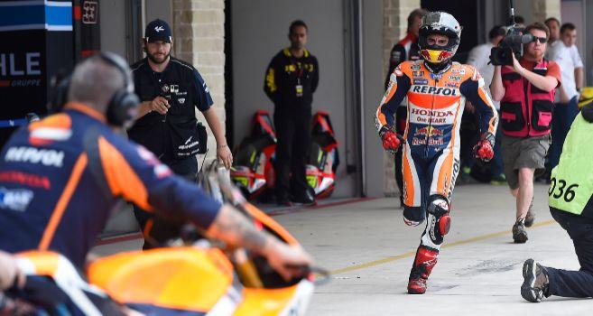 Marc Márquez, a la carrera por el box de Honda.