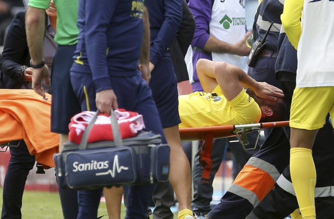 Mateo Musacchio es retirado en camilla tras su grave lesión en el...