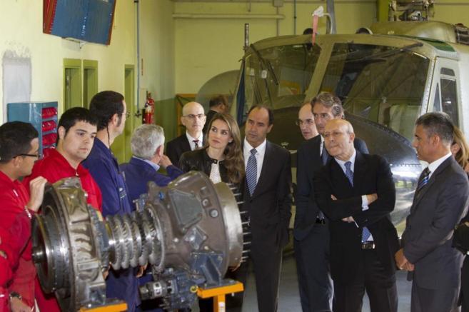 Doña Letizia, con el ministro de Educación en la inauguración de un...