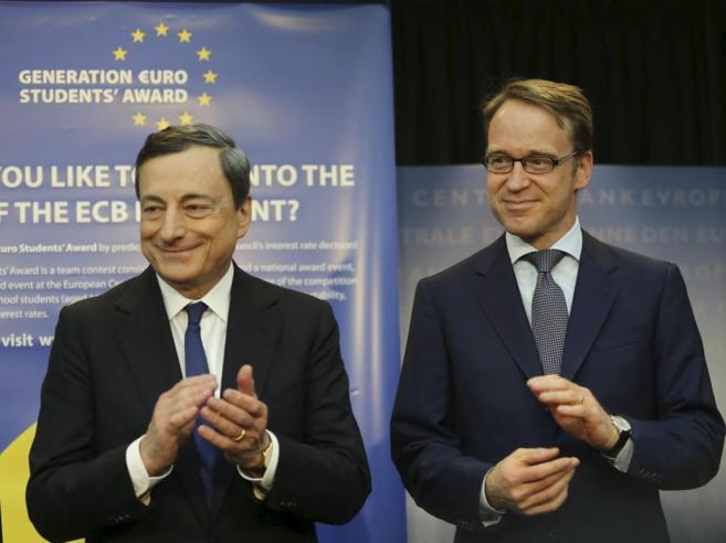 El presidente del BCE, Mario Draghi, (izquierda) y el del Bundesbank,...
