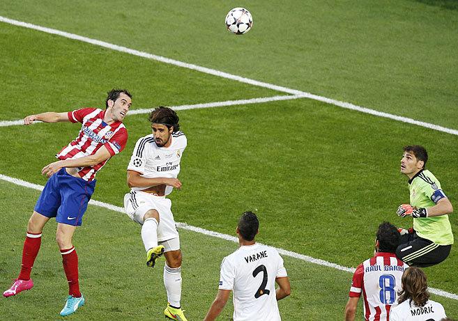 Godín marca el 0-1 en la final de Lisboa ante la salida en falso de...