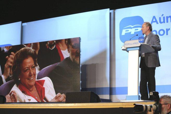 Alberto Fabra se dirige a Rita Barberá en la presentación de su...