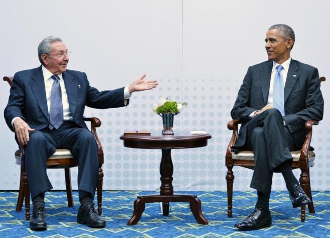 El presidente Raúl Castro y el presidente Barack Obama en reunión en...
