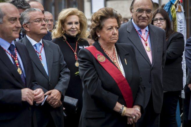 Mayrén Beneyto, tras la alcaldesa, Rita Barberá, en la procesión en...