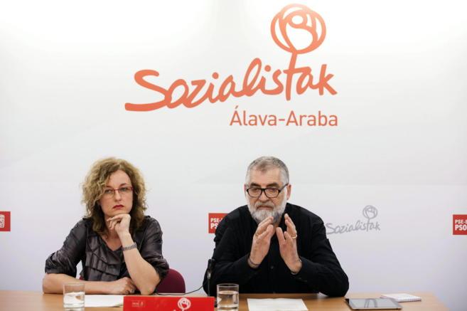 Cristina González con el candidato a la alcaldía de Vitoria.