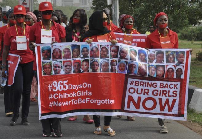 Nigerianos se manifiestan durante el primer aniversario del secuestro...