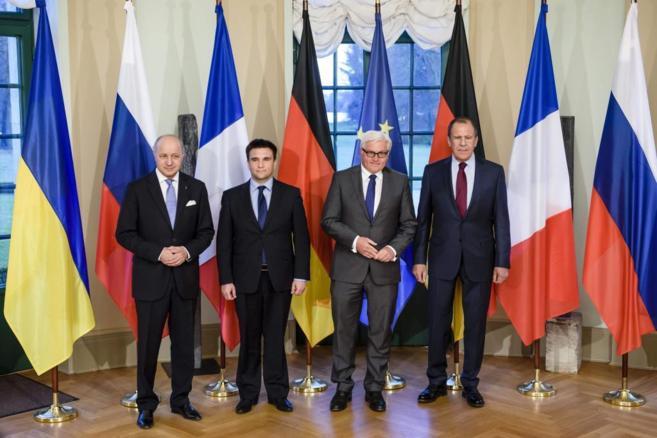 Los ministros de Exteriores francés, Fabius, ucraniano, Klimkin,...