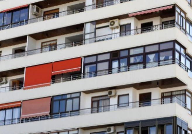 Imagen de archivo de un bloque de viviendas en Málaga.