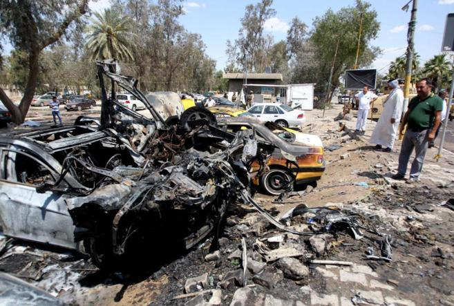 Restos de la explosión en el aparcamiento del Hospital Al Yarmuk.