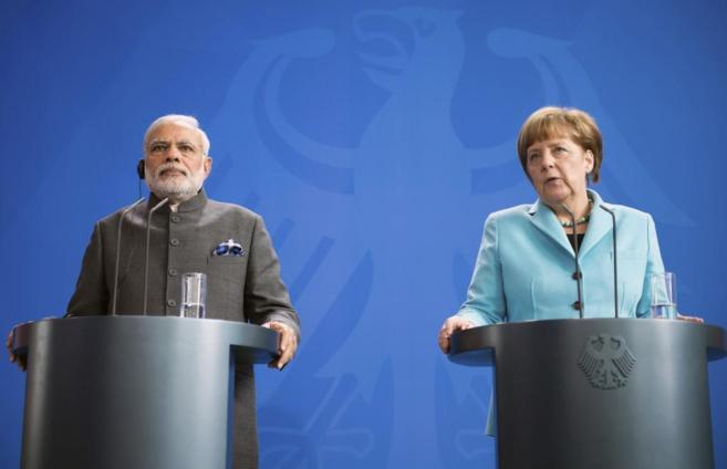 La canciller Angela Merkel, y el primer ministro indio, Narendra Modi,...