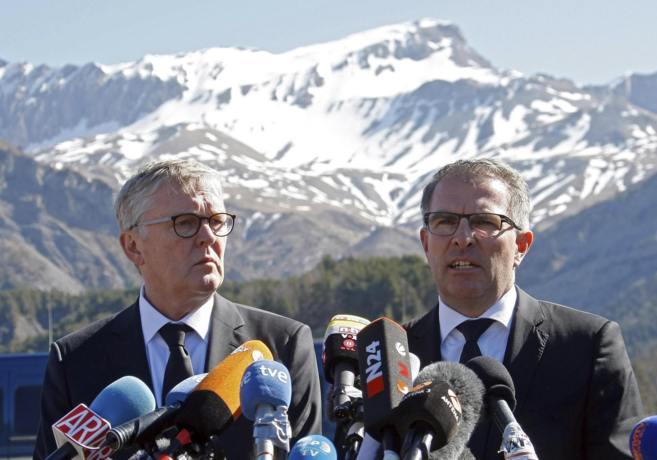 El presidente de Germanwings, Thomas Winkelmann, y el responsable de...