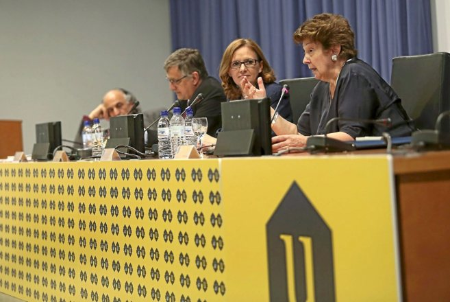 Un momento de la intervención de Helène Lamicq, en el foro...