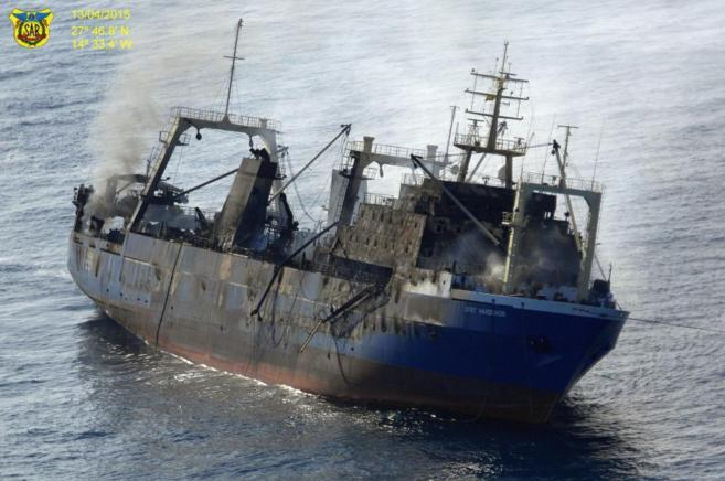 El pesquedo ruso Oleg Naydenov, tras su incendio en el puerto de Las...