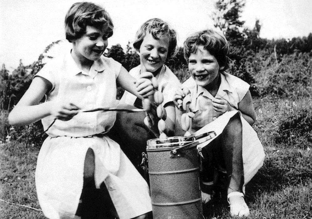 En 1946 nacía su segunda hermana, Ana María. En la imagen, la reina...
