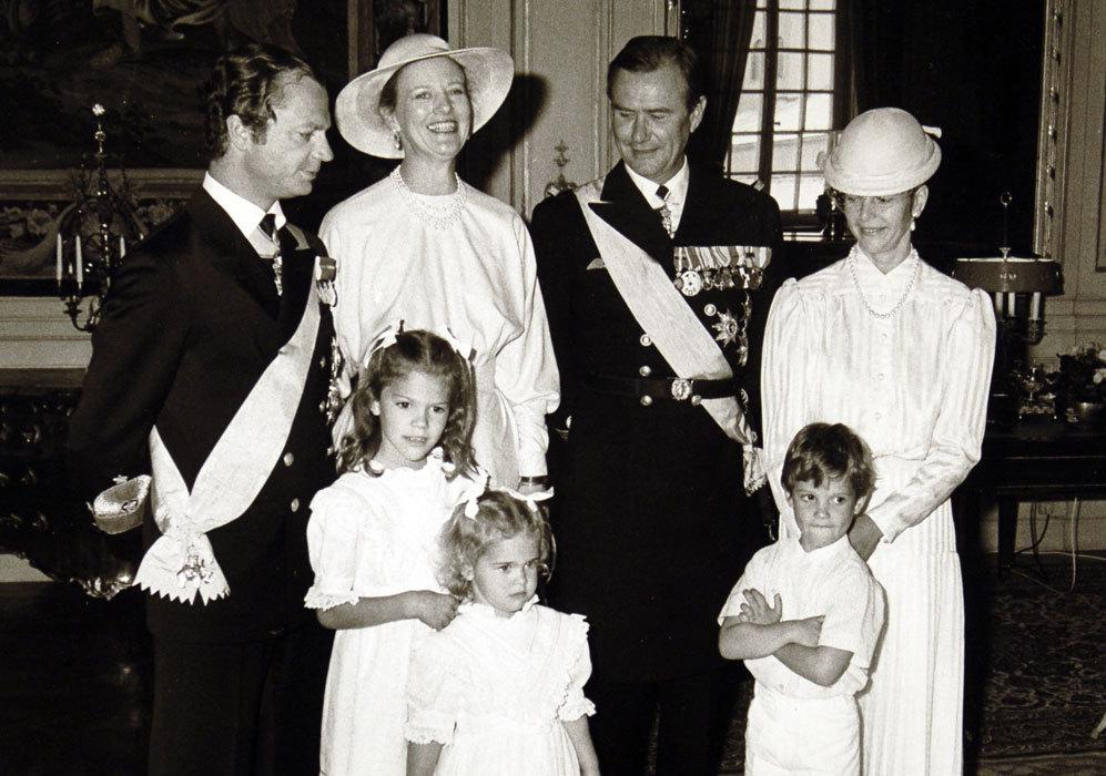 Posado de la reina Margarita y el príncipe Enrique junto a los reyes...