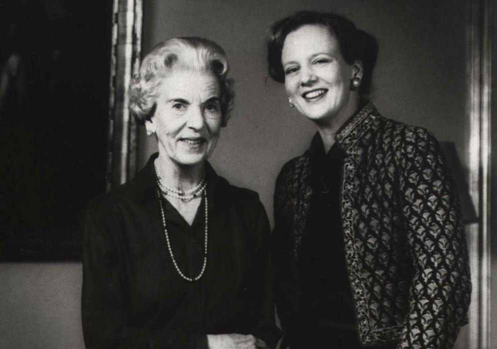 La reina Margarita posa junto a su madre Ingrid.