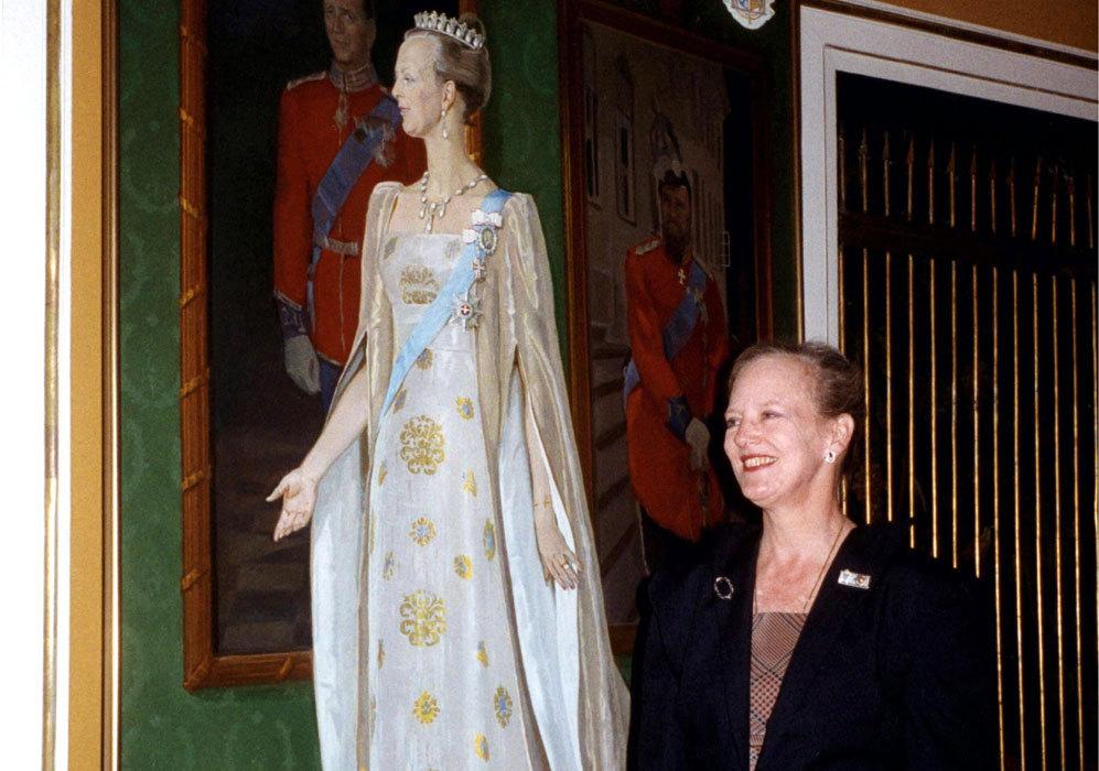En 1993, posó junto a uno de sus retratos.
