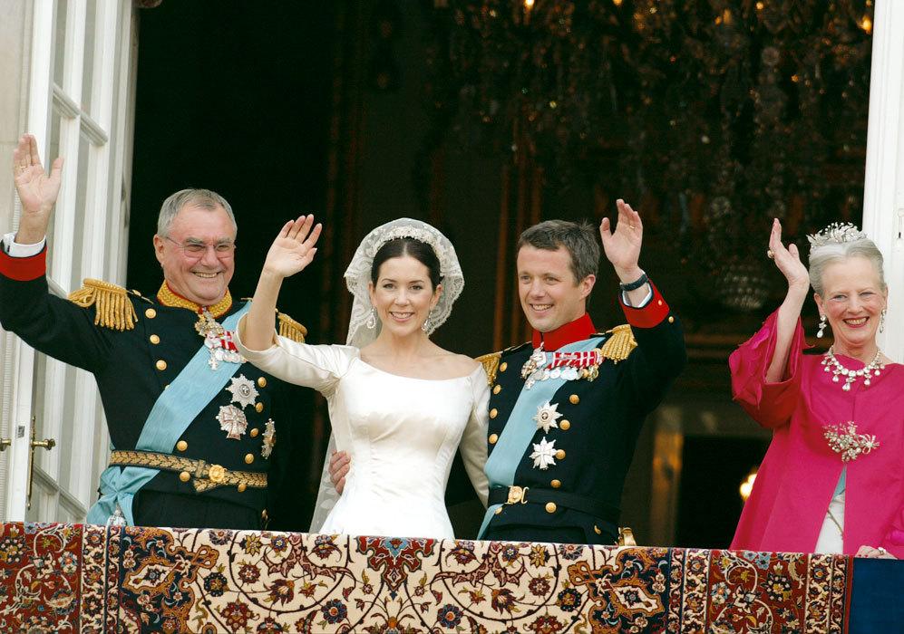 De izquierda a derecha, el príncipe Enrique, Mary Donaldson y el...