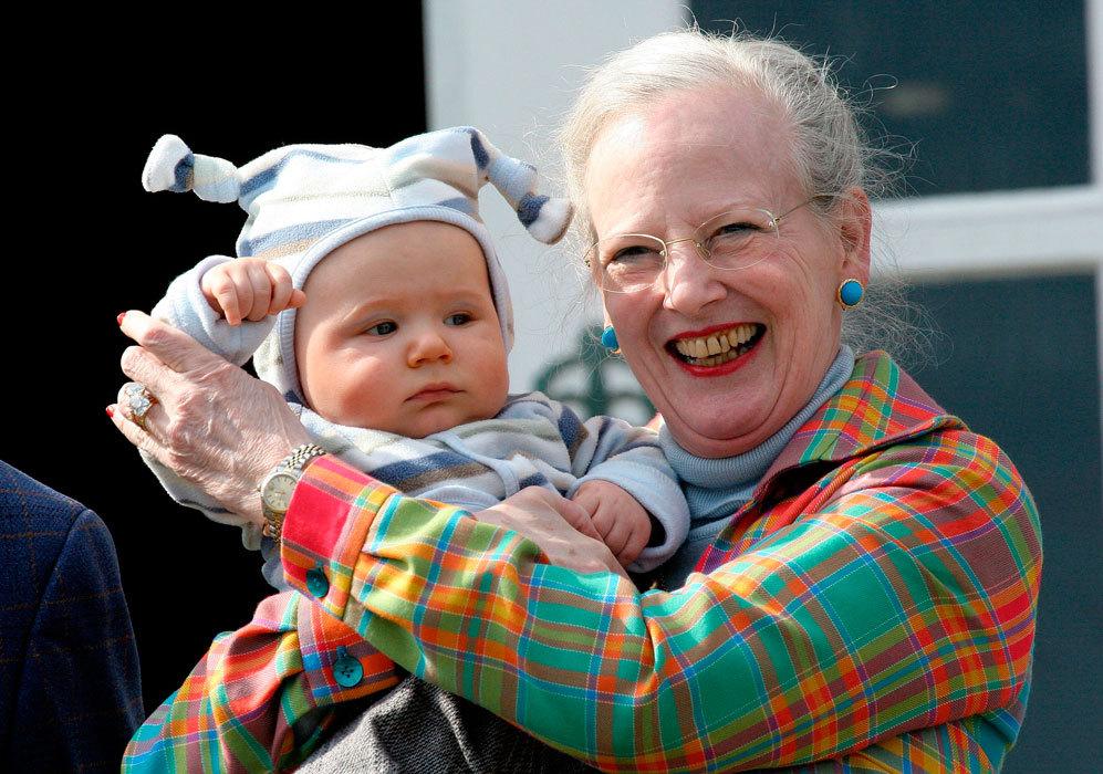 El 15 de octubre de 2005, dio la bienvenida a su tercer nieto...