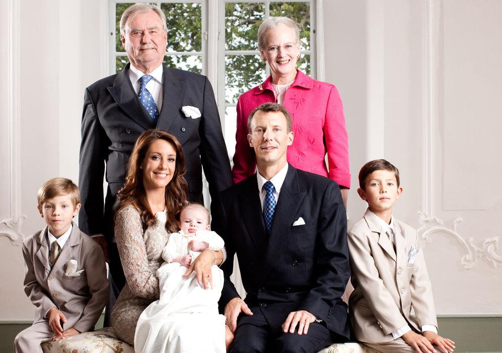 El 4 de mayo de 2009, dieron la bienvenida a su hijo Henrik Carl...