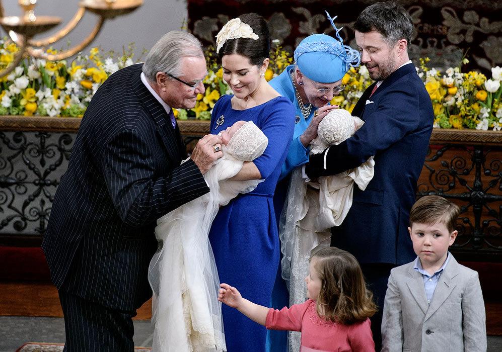 Su hijo, el príncipe Federico, y su mujer, Mary Donaldson, -que ya...
