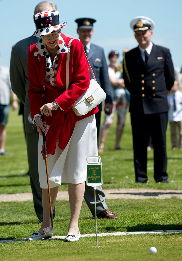 En 2013 y a pesar de sus 73 años, la reina de Dinamarca se animó a...