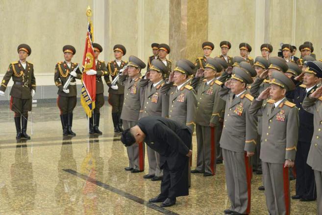 Kim Jong-un rinde tributo a su abuelo y fundador de Corea del Norte,...