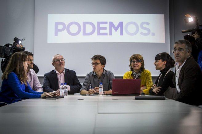 Antonio Montiel e Iñigo Errejón, junto a otros miembros del comité...