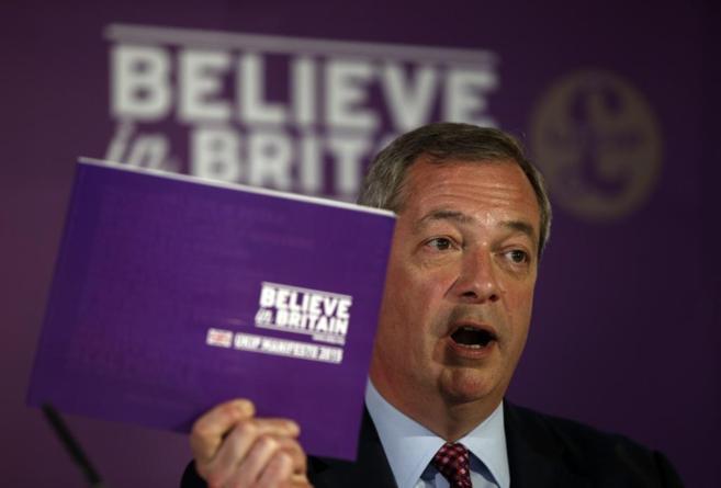El líder del Ukip, Nigel Farage, en la presentación del manifiesto...