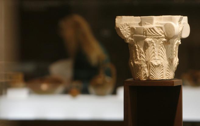 Un capitel, una de las piezas que se exhiben en el museo de Madinat...