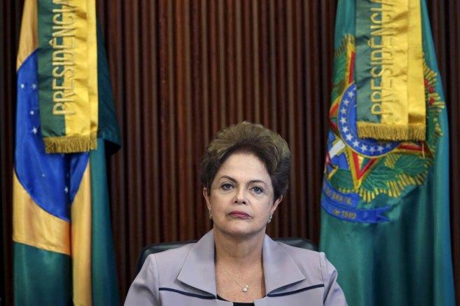 La presidenta de Brasil, Dilma Rousseff, durante una reunión en...