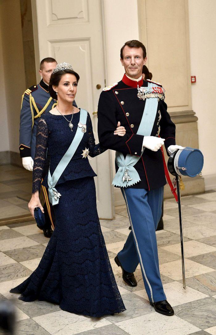 El hijo menor de Margarita de Dinamarca, el príncipe Joaquín, con su...