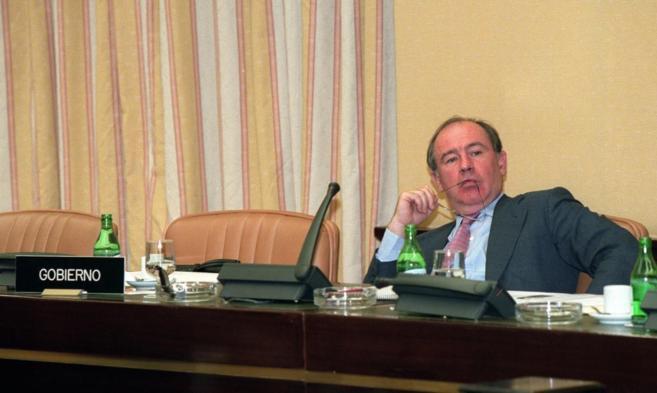 Rodrigo Rato, en 2001, cuando era ministro de Economía, en la...
