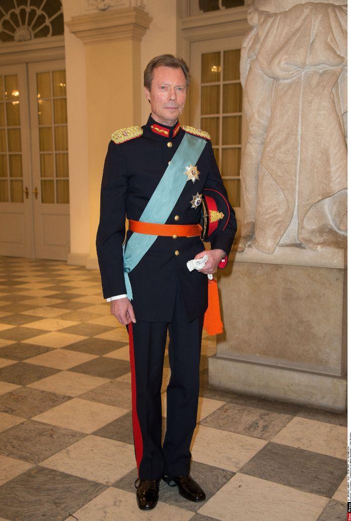 El gran duque Enrique de Luxemburgo, que acudió solo a la cena por el...