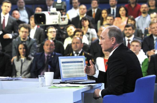 El presidente ruso, Vladimir Putin, durante su intervención en la...