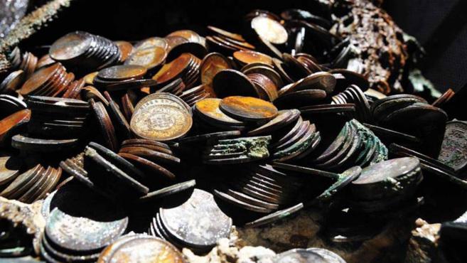 Monedas encontradas en el barco de vapor hundido en el Océano...