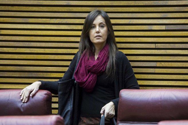 Elisa Díaz en su escaño de diputada de Las Cortes Valencianas