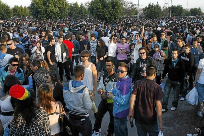 Jóvenes malagueños en el campus de Teatinos convocados para celebrar...