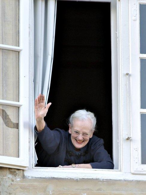 Margarita de Dinamarca, esta mañana, al ser felicitada.
